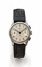 BULOVA Vers 1940 Chronographe bracelet en acier. Boîtier rond. Poussoirs rectangle. Cadran argent avec deux comtpeurs, aiguilles...