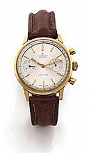 BREITLING TOP TIME réf: 2004 vers 1960 Chronographe bracelet en or. Boîtier rond, poussoirs ronds. Cadran argent avec deux comtp...