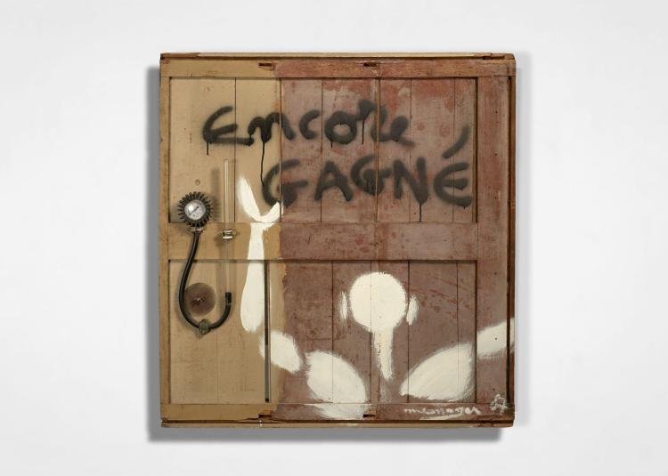 Jérôme MESNAGER Français - Né en 1961 Encore gagné - 1987 Acrylique et assemblage d'objets sur panneau en bois
