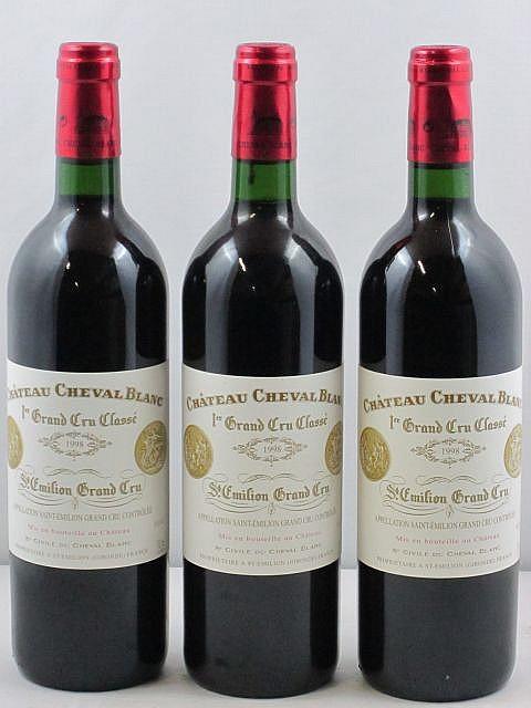 12 bouteilles CHÂTEAU CHEVAL BLANC 1998 1er GCC (A) Saint Emilion (dont 4 capsules froissées)
