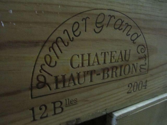 12 bouteilles CHÂTEAU HAUT BRION 2004 1er GC Pessac Léognan Caisse bois d'origine