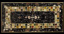 PLATEAU EN MARQUETERIE DE MARBRES POLYCHROMES FORMANT TABLE BASSE, TRAVAIL ITALIEN, XIXEME SIECLE