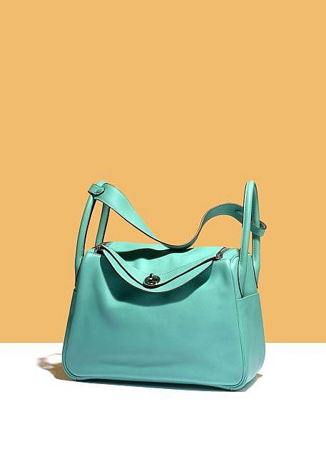 great hermes handbags - HERMES Sac \u0026quot;Lindy\u0026quot; 25 cm en veau Swift bleu Paon, garniture