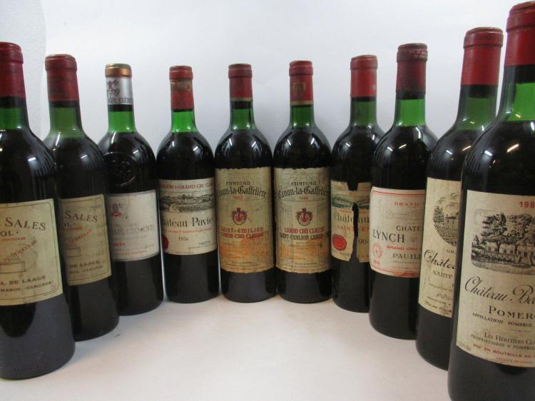 10 bouteilles 1 bt : CHÂTEAU DE SALES 1964 Pomerol (haute épaule, étiquette léger abimée)1 bt : CHÂTEAU DE SALES 1985 Pomerol (base ...
