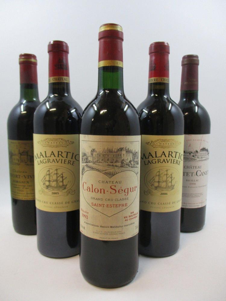 7 bouteilles 1 bt : CHÂTEAU DURFORT VIVENS 1986 2è GC Margaux (base goulot, étiquette fanée)3 bts : CHÂTEAU MALARTIC LAGRAVIERE 2006...