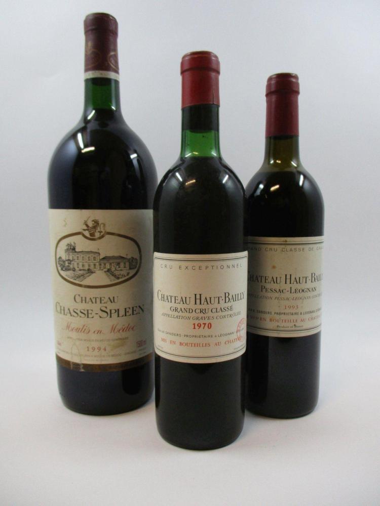 3 bouteilles 1 bt : CHÂTEAU HAUT BAILLY 1970 CC Pessac Léognan (légèrement bas, tampon Nicolas)1 bt : CHÂTEAU HAUT BAILLY 1993 CC Pe...