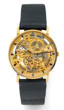 AUDEMARS PIGUET SQUELETTE, n° 88309, vers 1980 Rare et belle montre bracelet plate en or 18K (750). Boîtier rond. Fond saphir. C...
