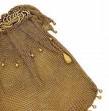 AUMÔNIERE En tissu à mailles d'or jaune 18k (750), ornée de billettes torsadées Vers 1900 Haut. : env. 22 cm; poids brut : 280...