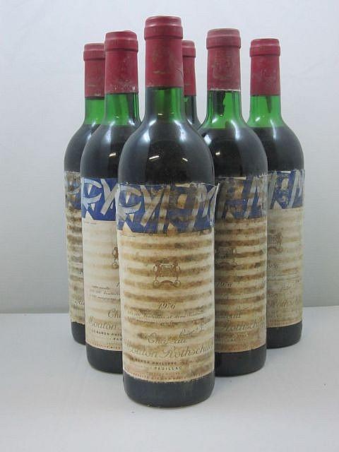 6 bouteilles CHÂTEAU MOUTON ROTHSCHILD 1976 1er GC Pauillac (2 légèrement bas et 4 haute épaule