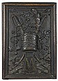 Panneau de boiserie en bois sculpté à motif d'un bonnet de grenadier