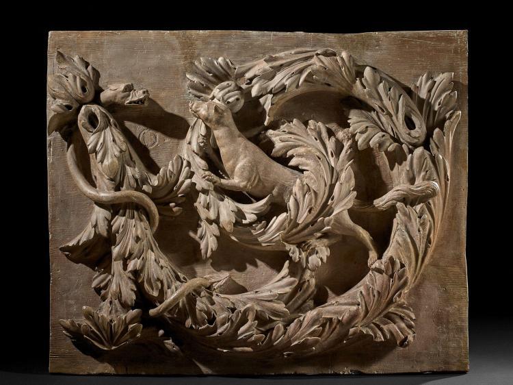 Ecole flamande du XVIIIe siècle Panneau décoratif en fort relief représentant un rinceau d''acanthes habité d''animaux Terre cuite