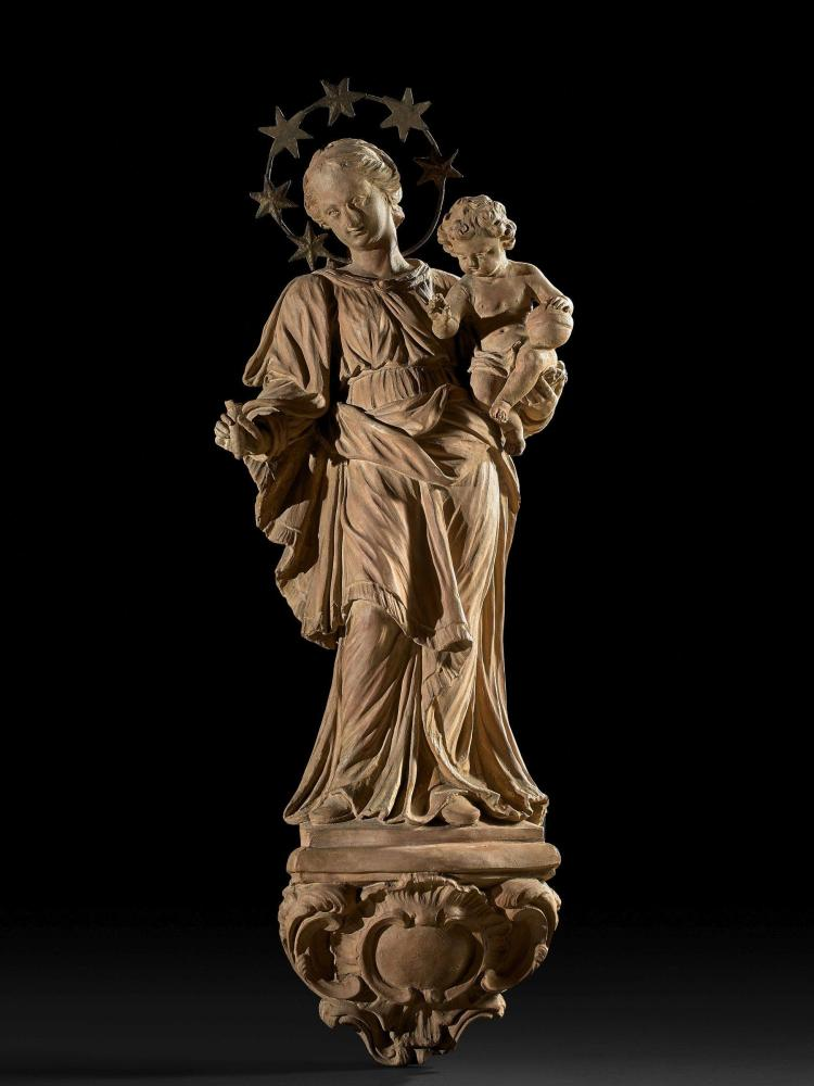 Ecole flamande du XVIIIe siècle Entourage de Walter Pompe La Vierge à l''Enfant Applique en terre cuite