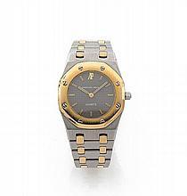 AUDEMARS PIGUET ROYAL OAK, vers 2000 Montre bracelet de dame en or et acier. Boîtier tonneau. Cadran gris anthracite. Mouvement...