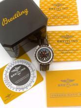 BREITLING CHRONOMATIC, vers 2010. Rare chronographe bracelet en acier. Boîtier rond, fond vissé. Couronne de remontoir à gauche....