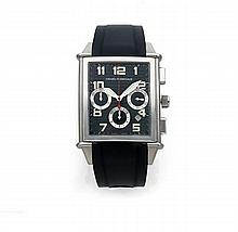 GIRARD PERREGAUX VINTAGE 1945 XXL, CHRONOGRAPHE, vers 2011 Rare et grand chronographe bracelet en acier. Boîtier rectangle curve...