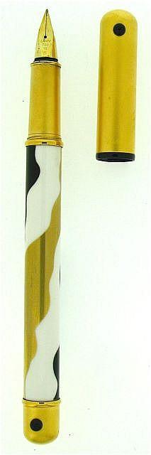 LAMY Stylo plume Lady, corps en porcelaine blanche avec un décor d'ondulations noire et or, capuchon doré mat, plume or 18 carats.