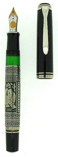 PELIKAN Stylo plume Tolédo M 910, résine noire et manchon en argent, façonné, ciselé et gravé à la main représentant l'oiseau embl....