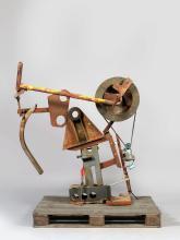 Jean TINGUELY (1925 - 1991) FRIEDRICH NIETZSCHE - 1988 Fer, roue en bois, outils, courroie et moteur électrique sur palette en bois