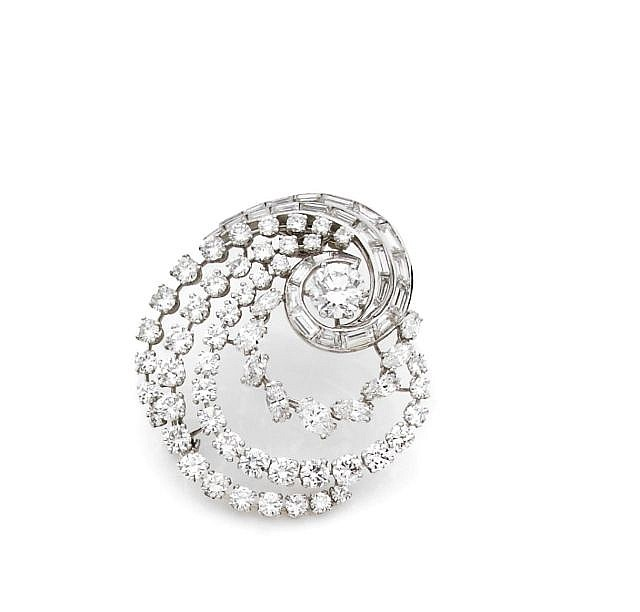 A DIAMOND, PLATINUM AND WHITE GOLD BROOCH