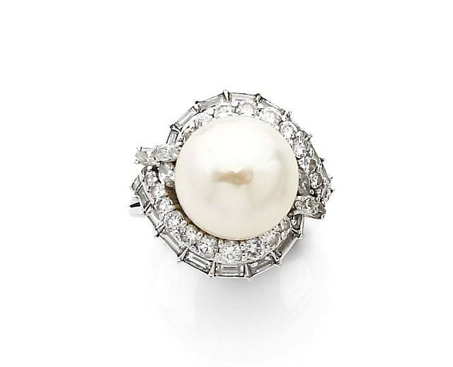 A DIAMOND, CULTURED PEARL AND PLATINUM RING