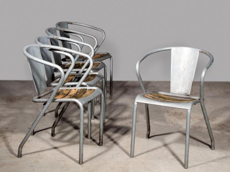 TOLIX Suite de cinq fauteuils mod. FT5P - Circa 1950 Structure en tôle et tube de métal galvanisé, bois