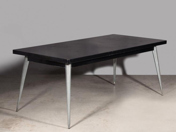 Jean PAUCHARD pour TOLIX Table mod. 55 - Création 1955 Piètement en métal galvanisé, plateau en métal laqué noir