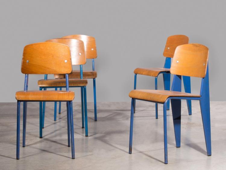 """Jean PROUVE (1901 -1984) Suite de cinq chaises mod. Metropole 305 dites """"Standard"""" - Circa 1950 Structure en tôle d'acier plié et tu.."""