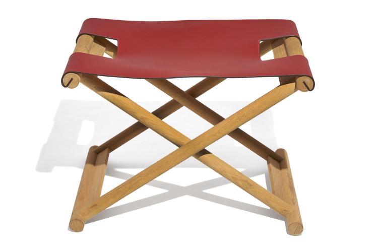 """Christian LIAIGRE (Né en 1945) Tabouret dit """" Bazane """" Création 1998 Piètement pliable en bois massif, assise en cuir rouge chili"""