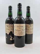 3 bouteilles PORTO TAYLOR'S 1970 Vintage (étiquettes très abimées)