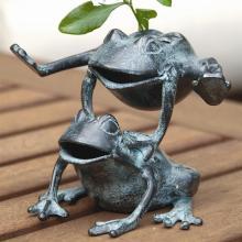 Leaping Frogs Flower Holder