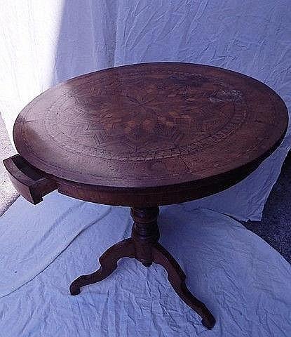 runder tisch mit schublade reich intarsiert frankreich 18. Black Bedroom Furniture Sets. Home Design Ideas
