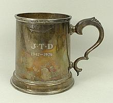 A silver tankard, Copper Brothers & Sobns, Sheffield 1972, stamped 'Elizabethan' to the base, 11.23toz, 11cm.