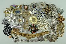 A quantity of costume jewellery including