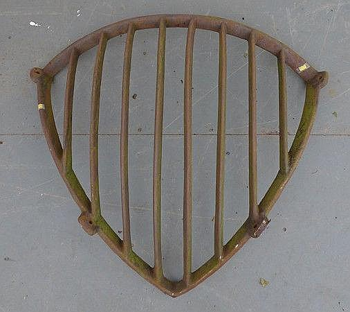 A cast iron hay rack, 84cm.