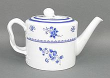 A Spode porcelain part dinner, tea and coffee service decorated in the 'Gloucester' pattern, Y2989,