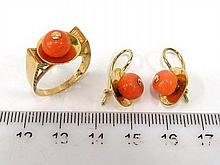 Pair of earrings and a ring