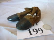 A pair of  Victorian baby's or doll's shoes est: £10-£20 (N2)