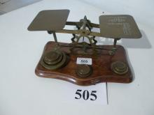 A set of postal scales & weights est: £20-£30 (F4)