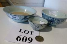 Three Chinese blue and white bowls est: £50-£70 (F7)
