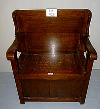 An early 20c oak Monk's bench with lift up storage compartment est: £100-£120