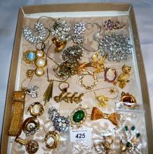 A collection of costume jewellery to include an Art Deco style pendant and chain and an owl brooch est: £20-£40