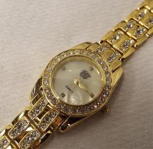 Quartz Wrist Watch With Rhinestones In Case