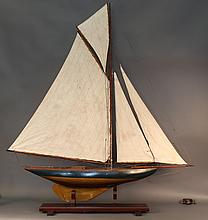 Vintage Pond Yacht with Gaff Rig
