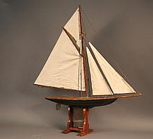Vintage Pond Yacht with Sails