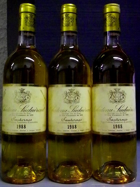3 Bouteilles SUDUIRAUT étiquettes tachées.  Labels stained.  1988