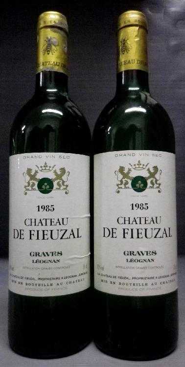 2 Bouteilles FIEUZAL BLANC Niveaux mi épaule.  Levels upper mid  shoulder.   1985