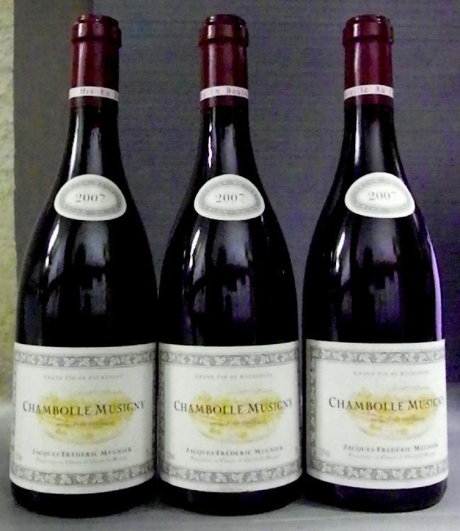 3 Bouteilles  CHAMBOLLE MUSIGNY - J. F.  MUGNIER 1 étiquette très légèrement tachée, très légèrement griffée.  Label lightly staineds, very sligntly scratched.  2007 2007