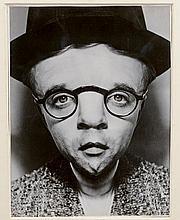 Arthur H.FELLIG dit WEEGEE (1899-1968)   Valentine, No chin but plenty of ego   Tirage argentique postérieur, porte le tampon Atlantic Press au dos   24,9 x 19,2 cm