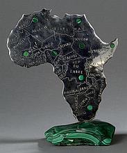Sujet décoratif en métal chromé sur socle de malachite représentant le continent africain et     l'indication des principaux gisements de malachite Ht :24cm