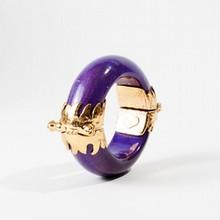 YVES SAINT LAURENT Rive Gauche Bracelet manchette en métal doré et bois violet    Largeur: 2,5cm